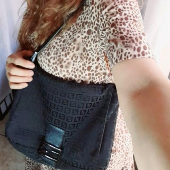Fendi Handbags - Fendi Baguette Vintage black 100 % auténtic